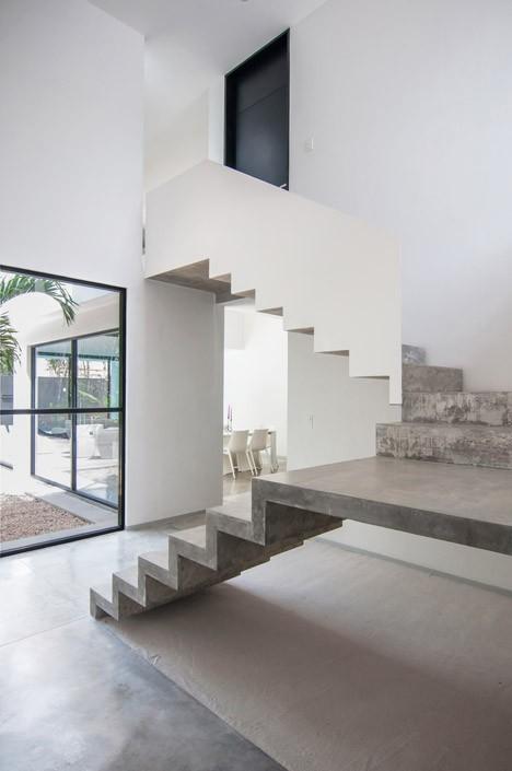 Casa Minimalista de dos pisos, diseño de Fachada simple y colores acorde 8
