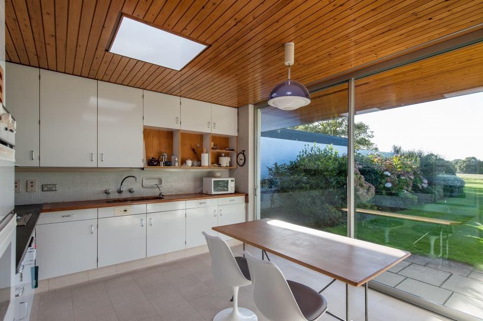 Casa moderna de amplio territorio mundo fachadas for Casa moderna 9 mirote y blancana