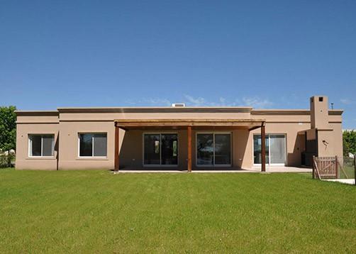 Casa tipo campo de estilo cl sico mundo fachadas for Casas rurales modernas