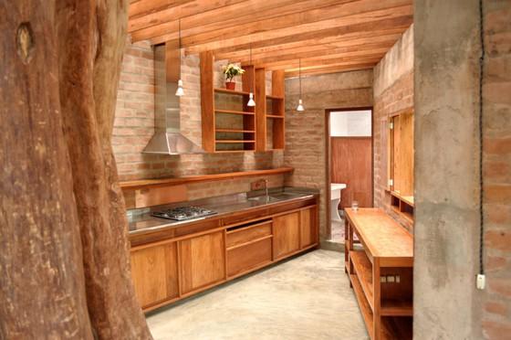 Hermoso dise o r stico con una fachada e interiores de - Como pintar una casa rustica ...