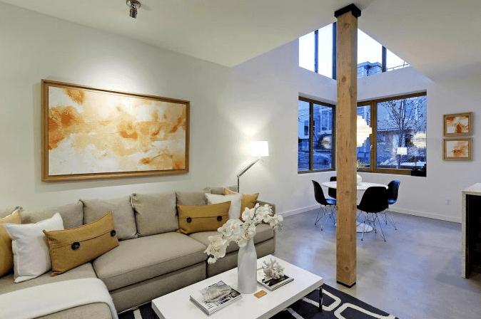 Casa peque a de tres pisos conocemos un moderno interior for Fachadas de casas modernas en la ciudad