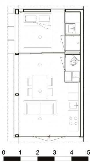 pequena-cabana-de-madera-mostramos-interiores-y-como-se-abre-hacia-el-exterior-8