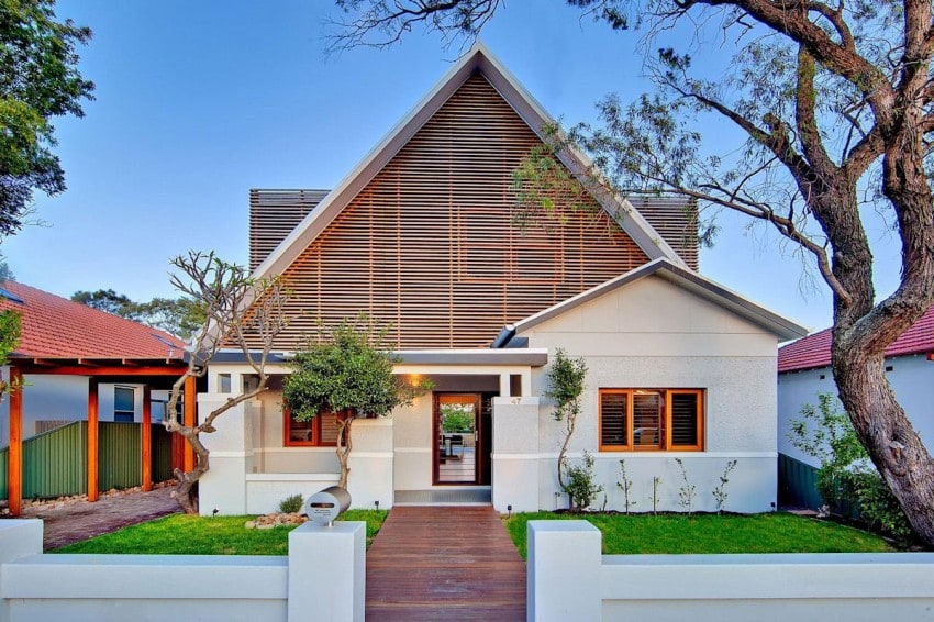 The Classic and the Modern, together at the same time, result in this beautiful 1 home