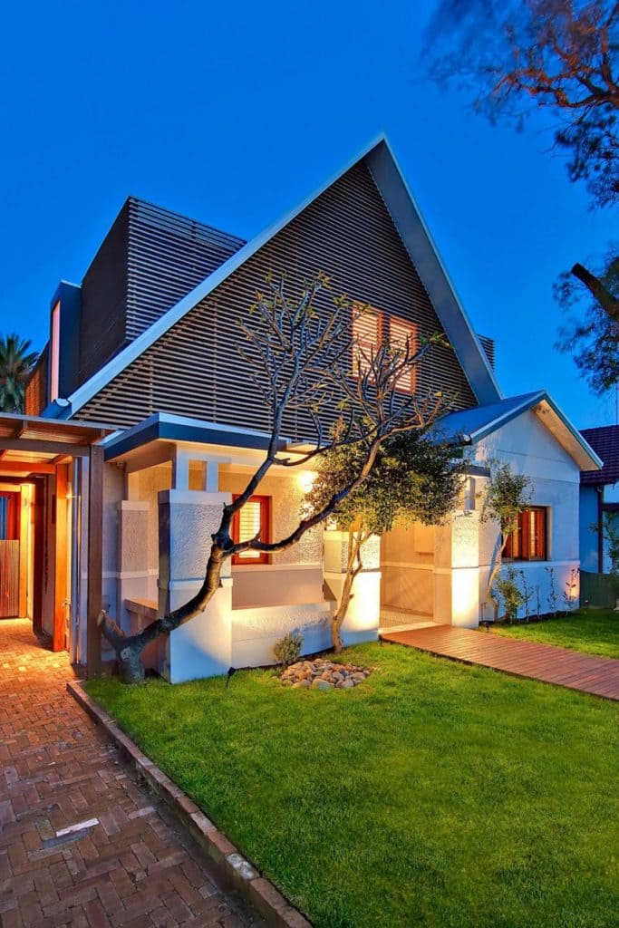 The Classic and the Modern, together at the same time, result in this beautiful 2 home