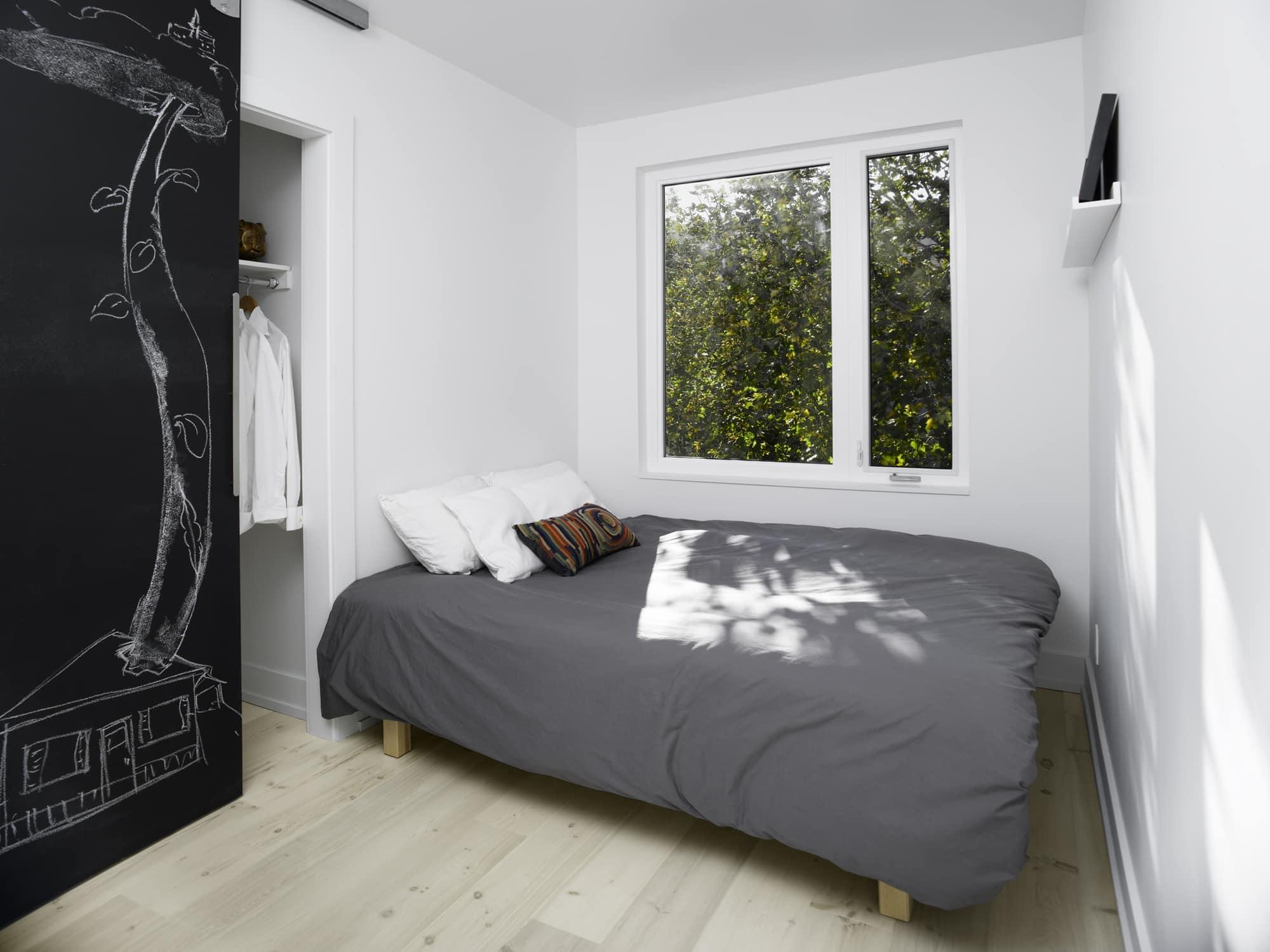 Casa con fachada met lica y construcci n ligera for Clases de decoracion de interiores