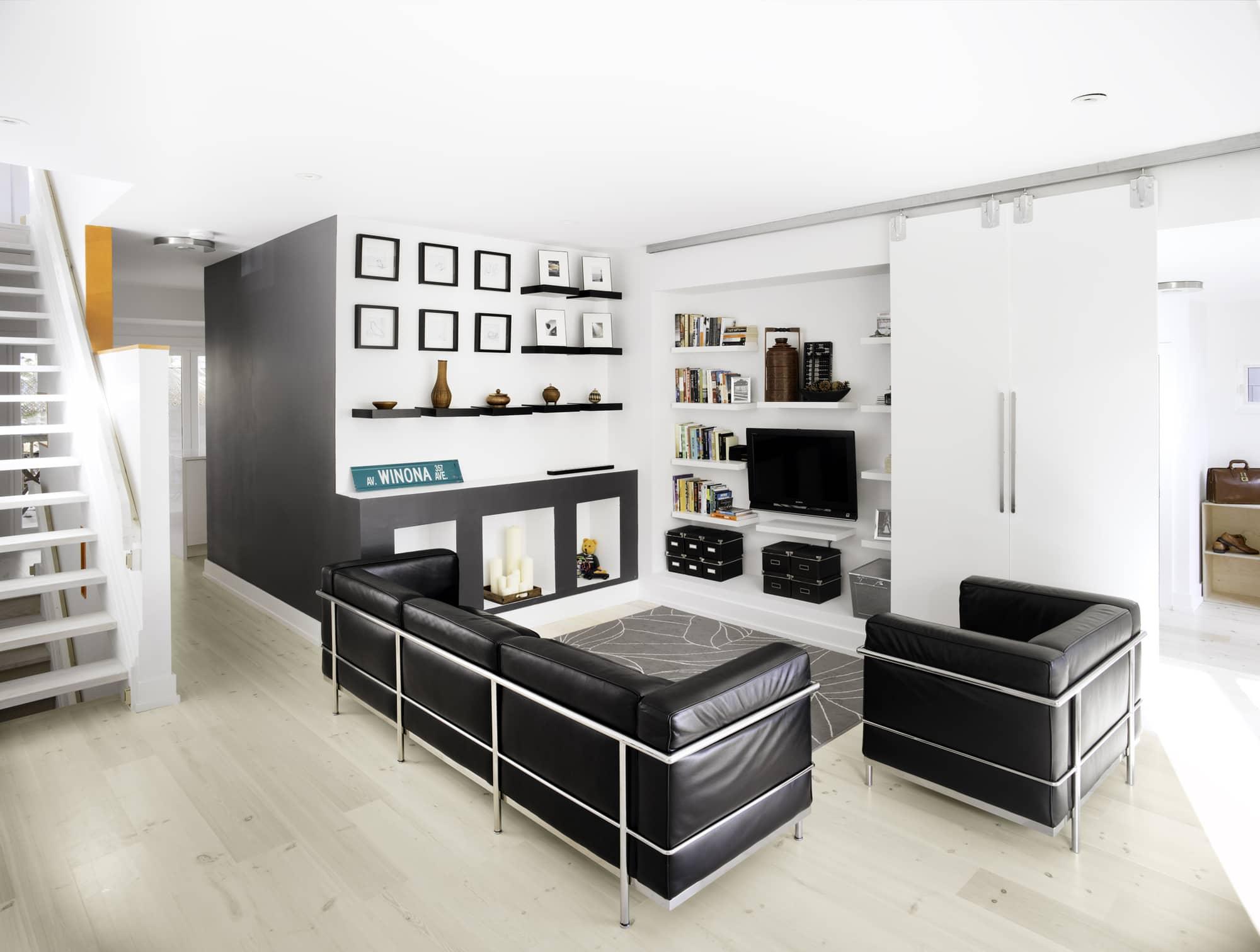 Casa con fachada met lica y construcci n ligera for Disenos de interiores en blanco y negro