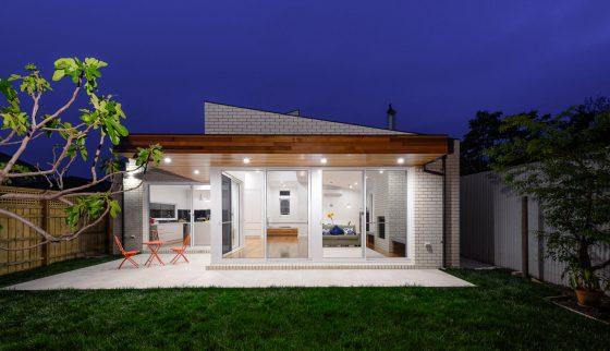 Casa de un solo piso presentamos una fachada que combina - Fachadas de casas de un piso ...