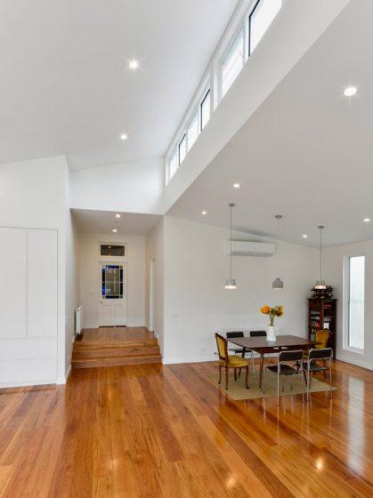 Casa de un solo piso presentamos una fachada que combina - Que es un piso vinilico ...
