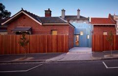 Innovadora casa de ladrillo visto, mostramos su diseño interior y planos