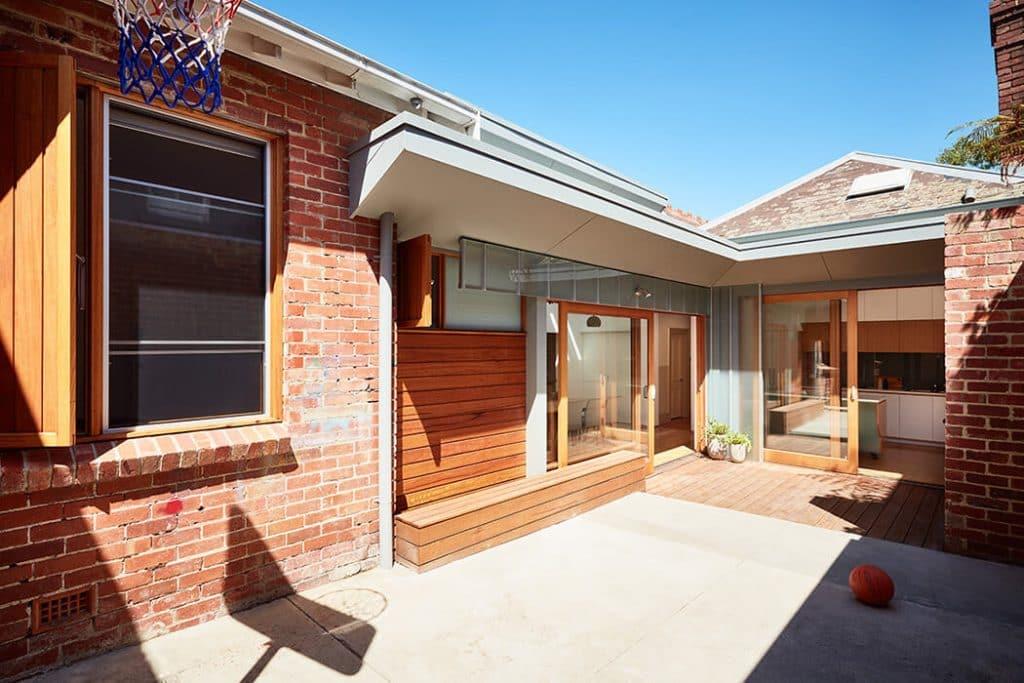 Innovadora casa de ladrillo visto, mostramos su diseño interior y ...