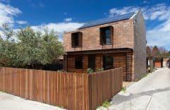 La casa Stonewood, una construcción rústica y moderna con amplios ambientes