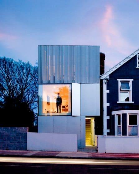 Casa moderna estilo minimalista aplicaciones de aluminio for Fachadas estilo minimalista casas