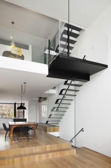 Inspirate con este dise o de casa moderna construida en un for Diseno de casa de 5 x 10