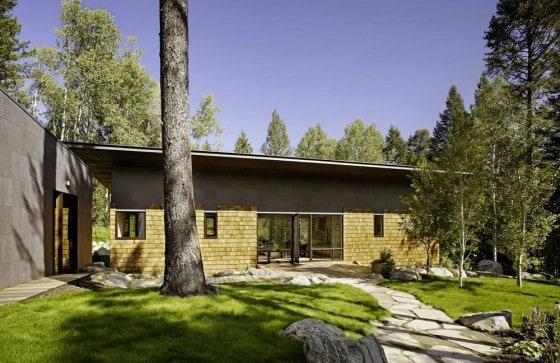 Parte 2 casas de campo con fachadas y planos conoce for Casa clasica 2 dormitorios techo inclinado