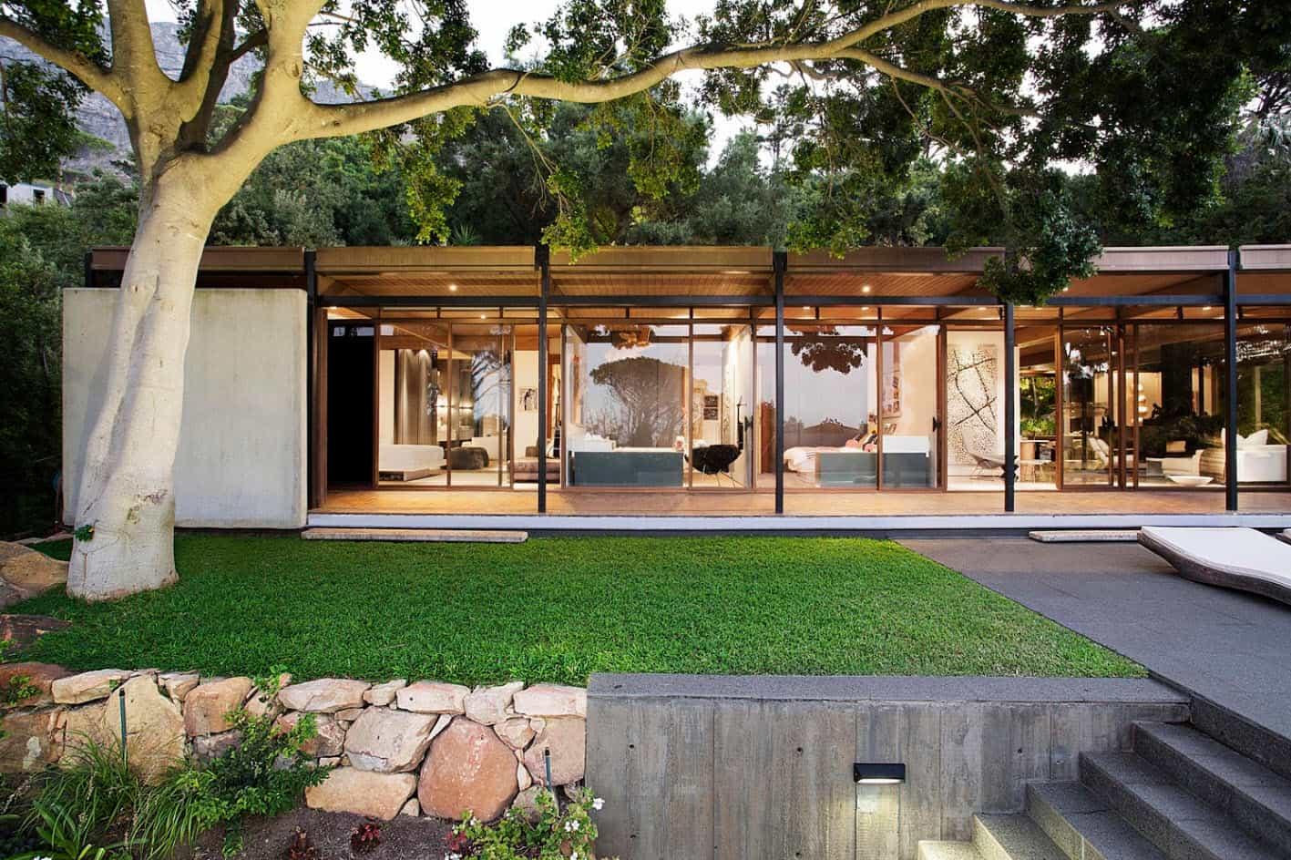 Moderna casa de monta a con vistas impresionantes a la for Fachadas de casas modernas en la ciudad