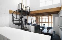 Loft moderno con interiores minimalistas, presentamos su diseño y planos