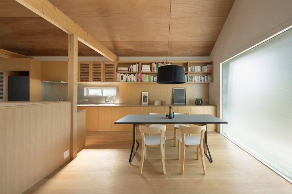 Casa de estilo japones conoce su dise o interior moderno Disenos de casas x dentro