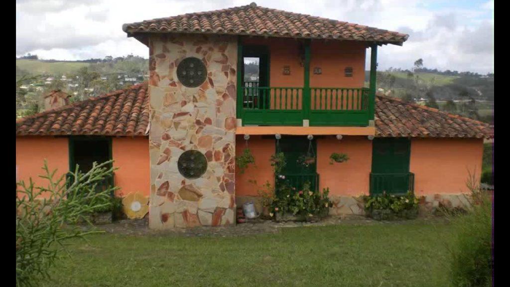 Dise os de fachadas de casas de una y dos plantas nos - Piedras rusticas para fachadas ...