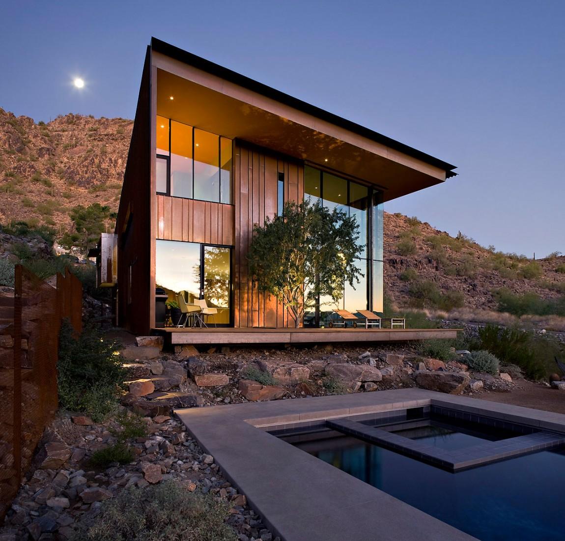 Casa moderna de dos pisos fachada de madera con grandes for Casas modernas lujosas