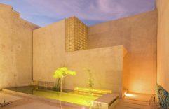 Casa Gabriela, una construcción simple con elementos ecológicos e interiores en madera