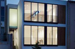 Planos de casa de tres pisos, la primer planta puede ser utilizada para taller o negocio, no te pierdas su diseño interior y planos