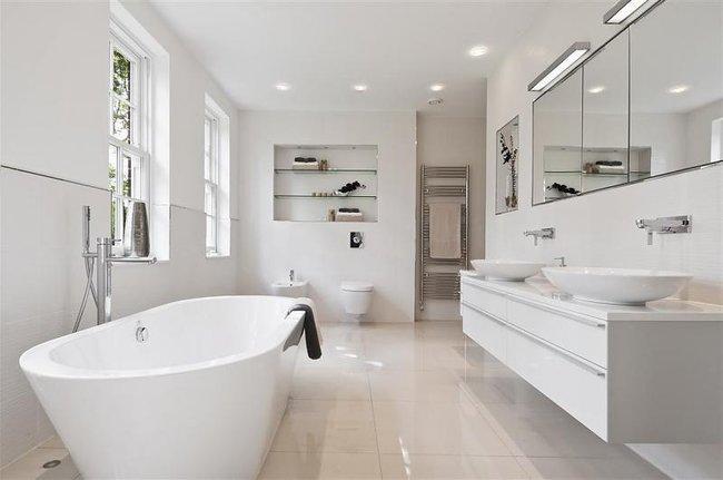 Diseño de baños modernos en color blanco y gris, líneas ...
