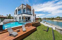 Casa moderna de dos pisos con piscina, disfruta de un interior único y muy espacioso así como de sus planos en 3D