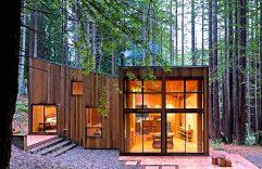 Diseño de interiores y fachada de una casa de campo construida en madera, disfruta de su integración al entorno natural