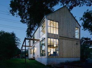Diseño de una casa de campo sencilla que cuenta con una moderna fachada de madera, encontraremos en su interior un diseño brillante