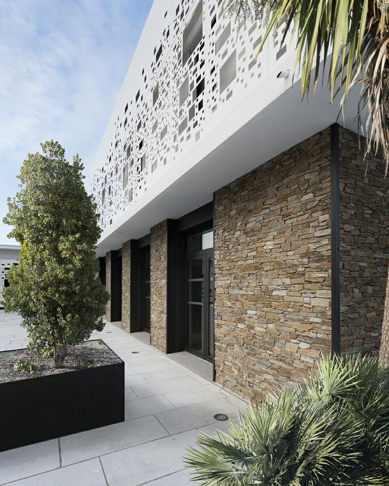 Fachadas de casas de piedra natural el exterior tambi n for Fachadas de casas modernas con piedra