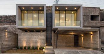 Casa de dos pisos construida con hormigón, te compartimos sus planos y un diseño interior muy moderno