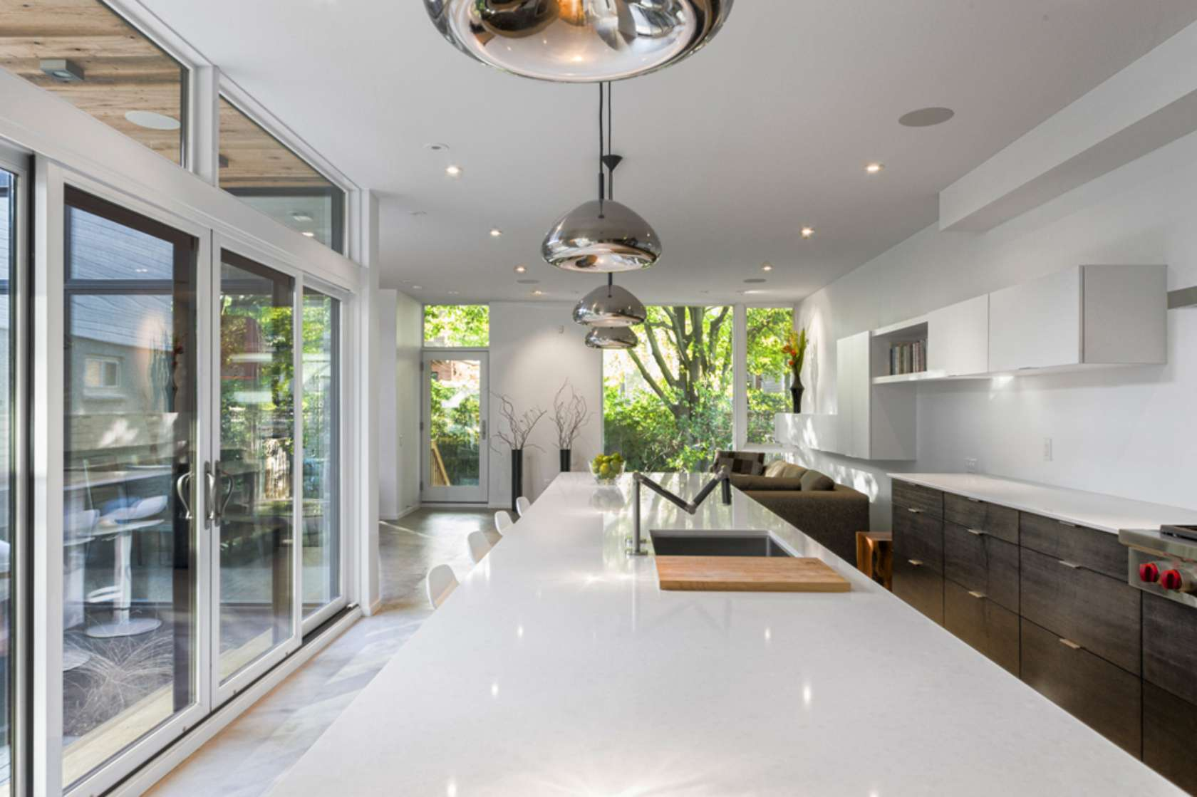 Diseño de casa de dos pisos ubicada en esquina, cuenta con una ...