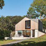 Casa de campo moderna de dos pisos construida en un terreno pequeño, te enseñamos su diseño interior sencillo y moderno