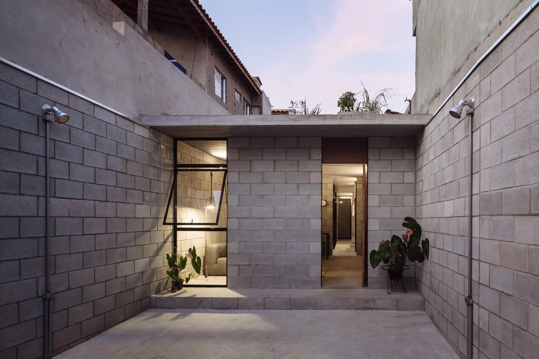 Casa de bajo costo premiada en brasil mundo fachadas for Fotos de casas modernas brasileiras