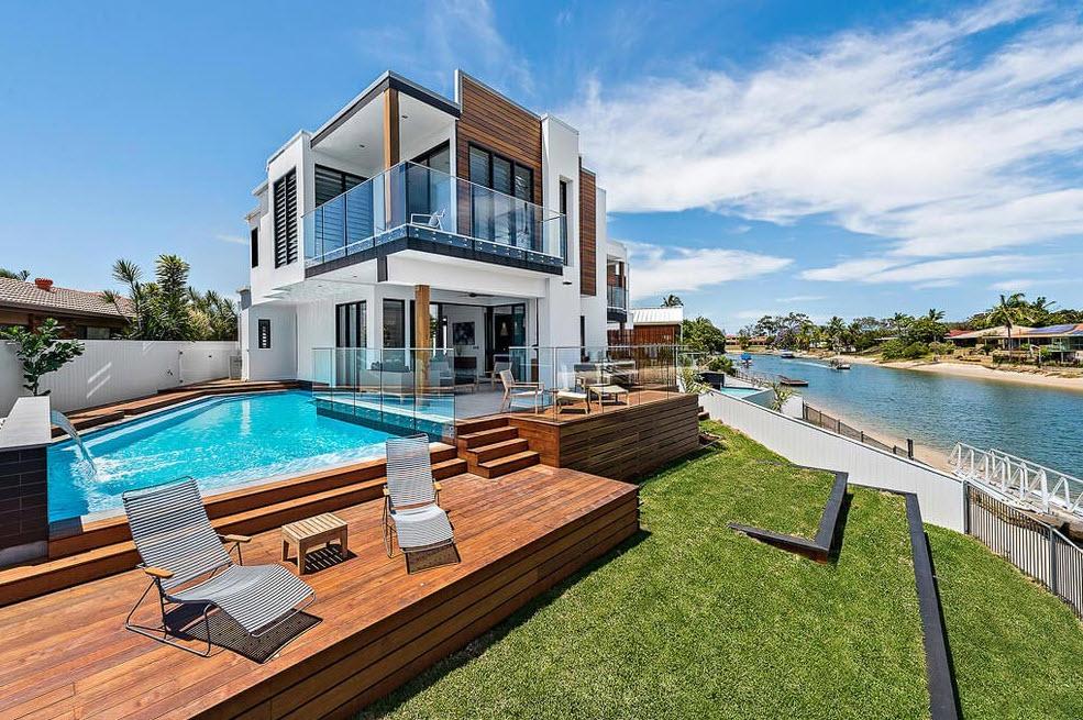 Casa moderna de dos pisos con piscina disfruta de un for Casa moderna total white