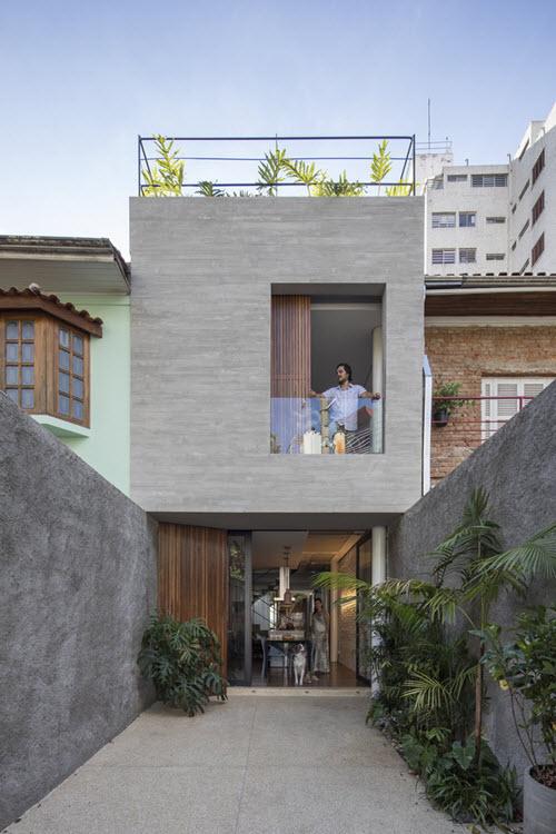 Casa peque a construida en terreno angosto de 4 metros de for Fachadas de casas modernas entre medianeras